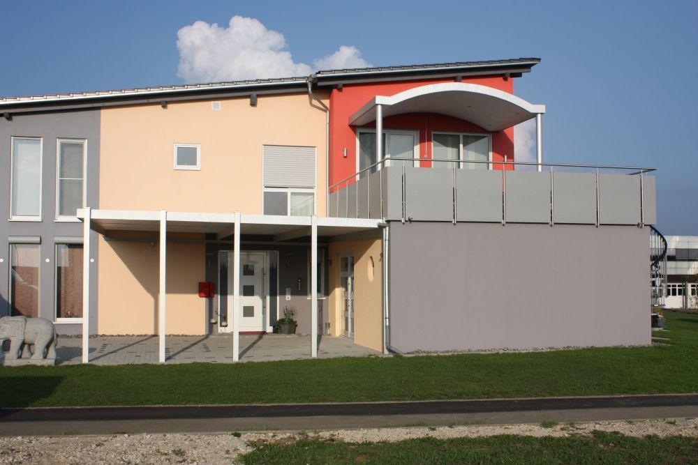 Vorbauten / Sonderanfertigungen / Balkon- Terrassenüberdachungen