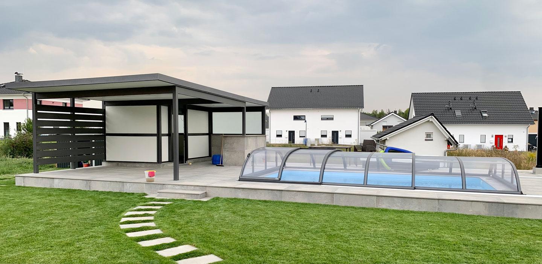 Terrassendach-mit-Sichtschutz-Brettprofil-s